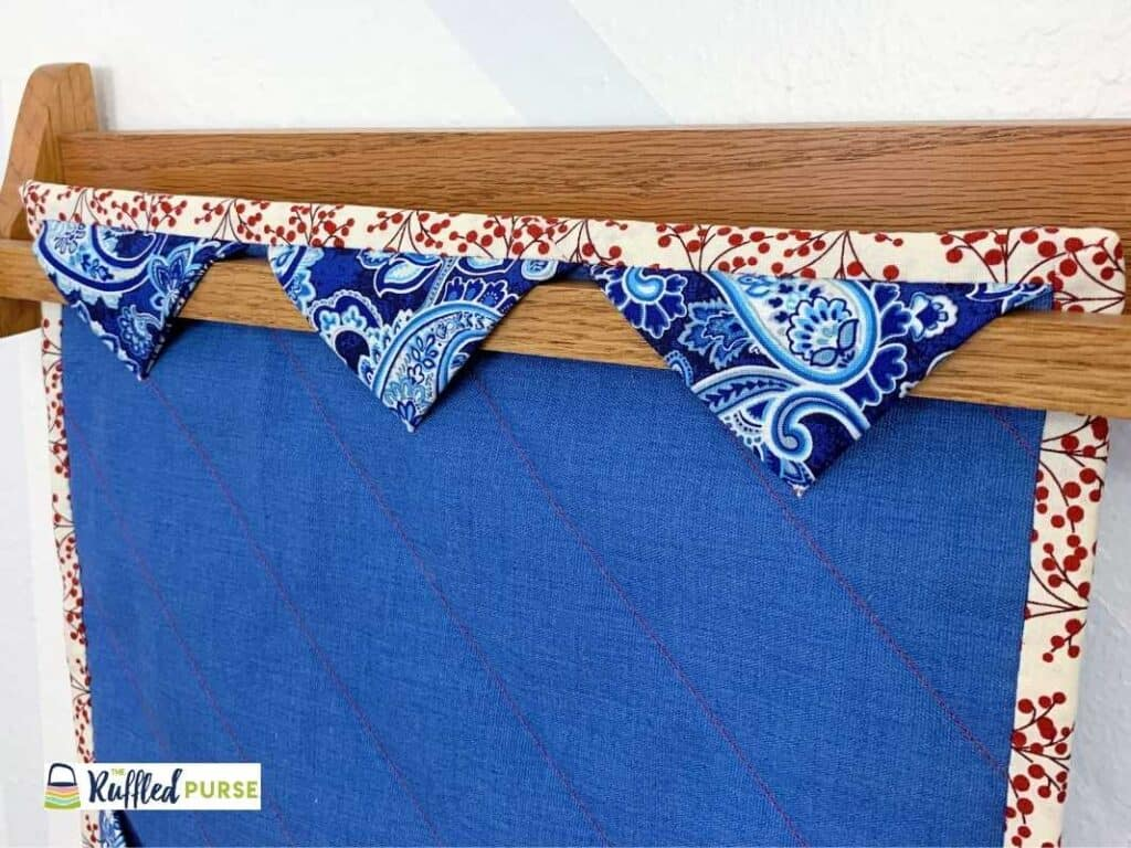Hang quilts with a triangle sleeve